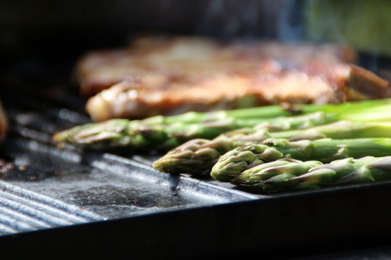 Asparagus on barbeque