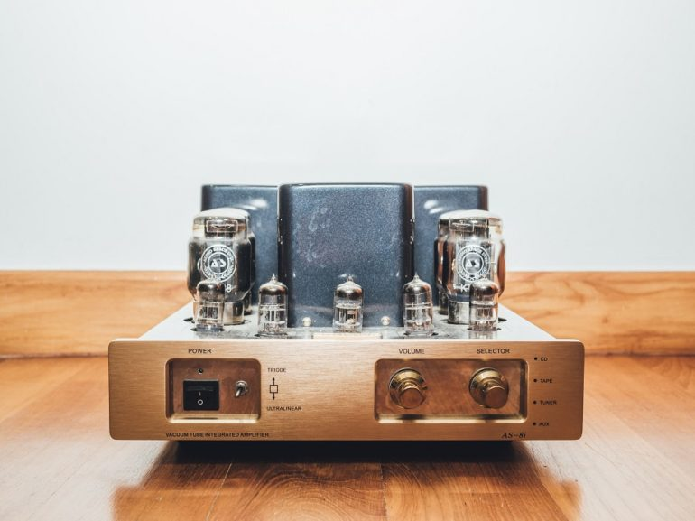 Vinyl record player amp