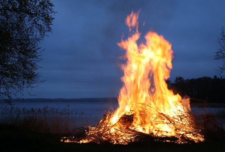 Bonfire to celebrate summer solstice